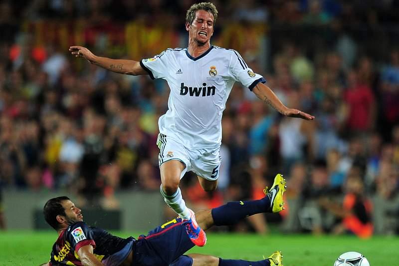 Coentrão será um dos ausentes em Camp Nou