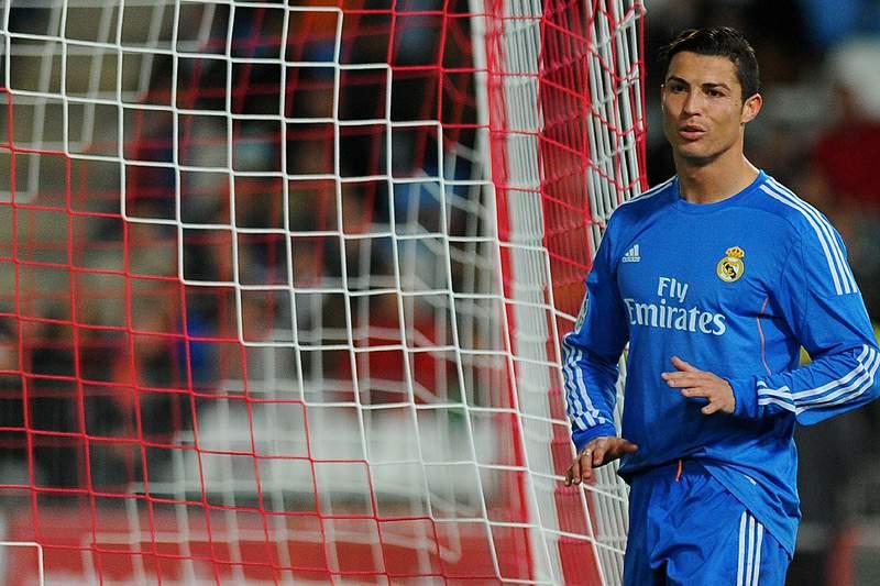Cristiano Ronaldo com lesão muscular na coxa esquerda