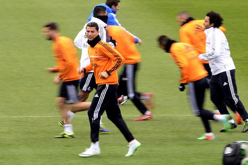 Cristiano Ronaldo compartilhou Bola de Ouro com colegas no treino