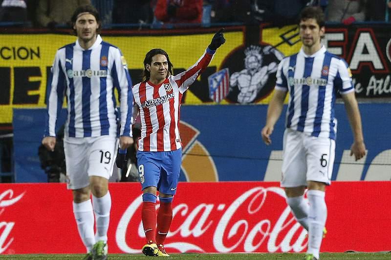 Falcao mantém Atlético a 12 pontos do Barcelona