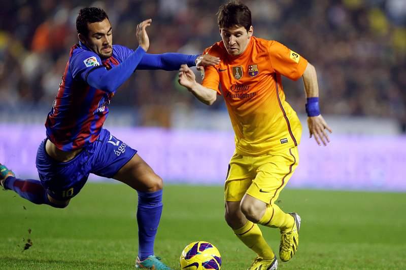 Barcelona demolidor goleia Levante e faz história
