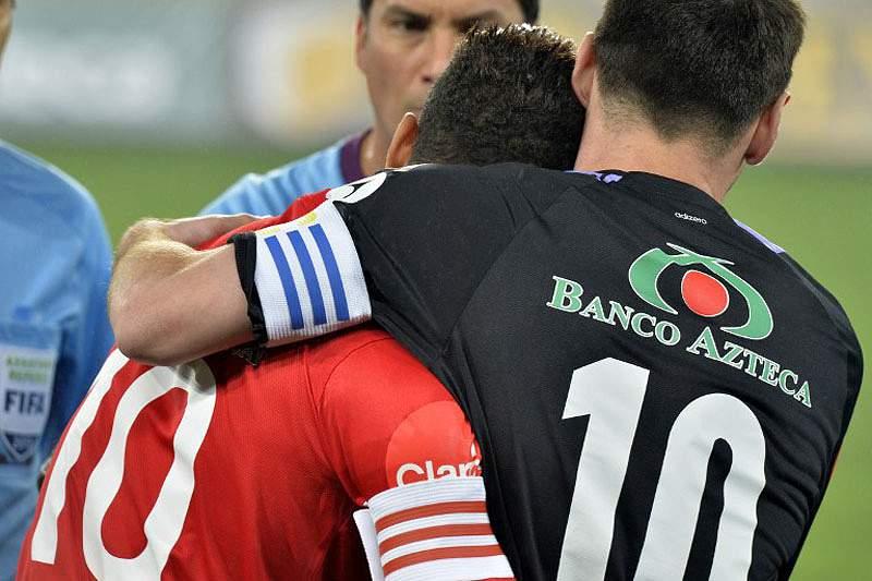 Dani Alves diz que Messi «é o protagonista»