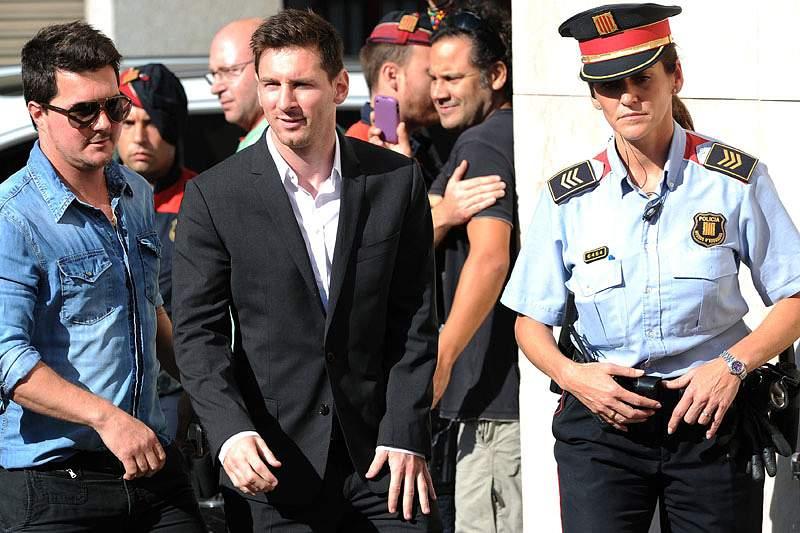Messi em tribunal entre aplausos e insultos