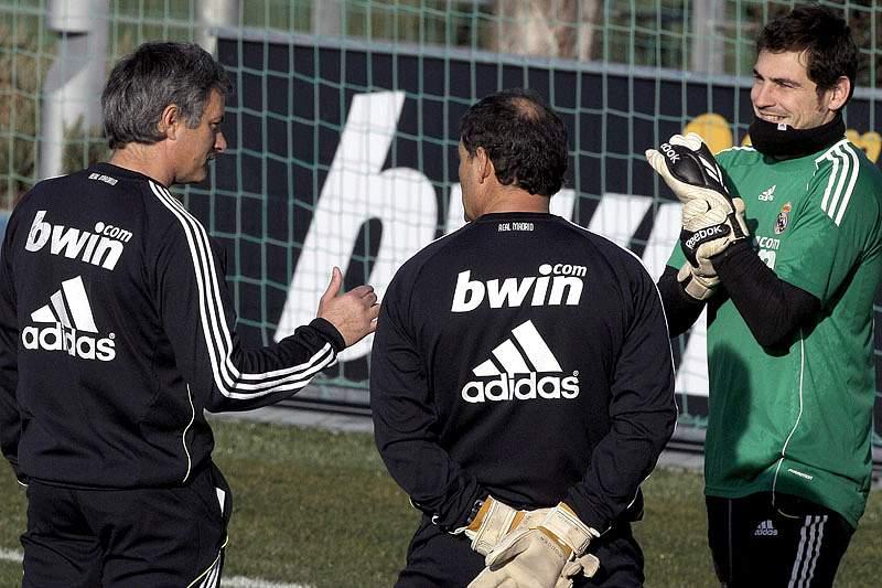 Casillas de volta aos treinos com bola