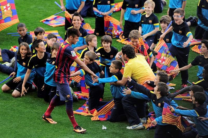 Neymar foi a segunda contratação mais cara do clube