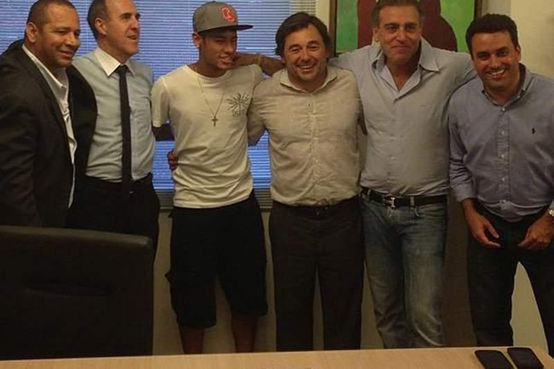 Neymar já é jogador do FC Barcelona