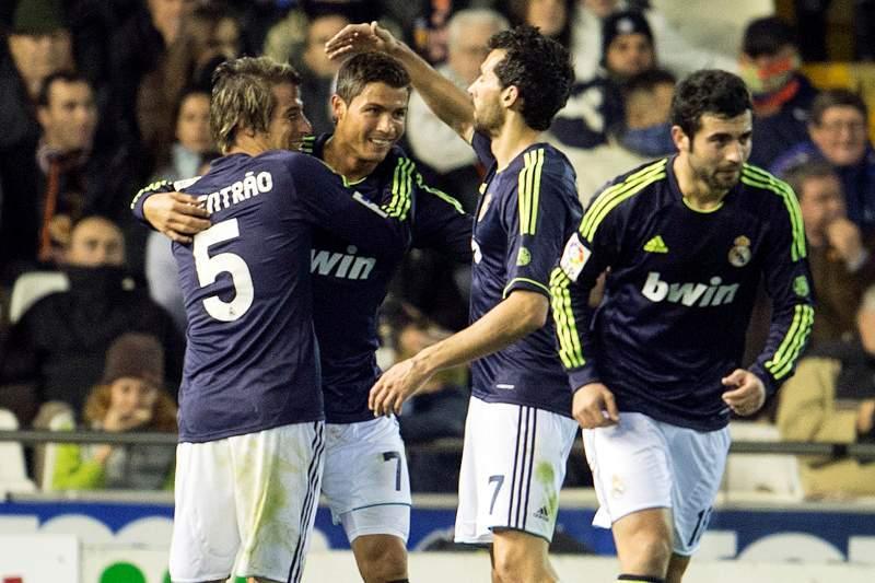 Real Madrid humilha Valência no Mestalla