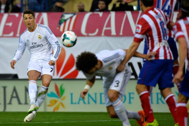 Ronaldo marca e salva Real no dérbi de Madrid