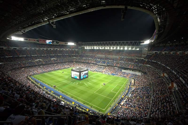 Racismo dos adeptos leva UEFA a encerrar parcialmente estádio