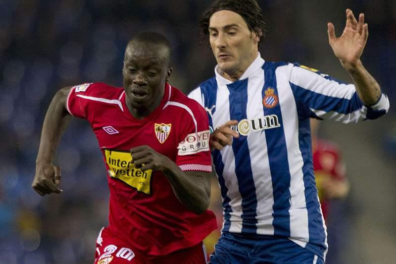 Simão marca no empate entre Espanyol e Sevilha