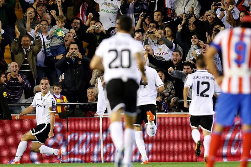 Valência derrota Atlético Madrid e Barcelona lidera isolado