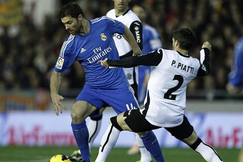 Xabi Alonso renova com o Real Madrid