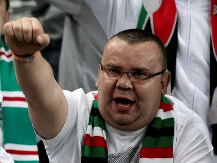 Oito adeptos polacos libertados após terem sido presentes a tribunal