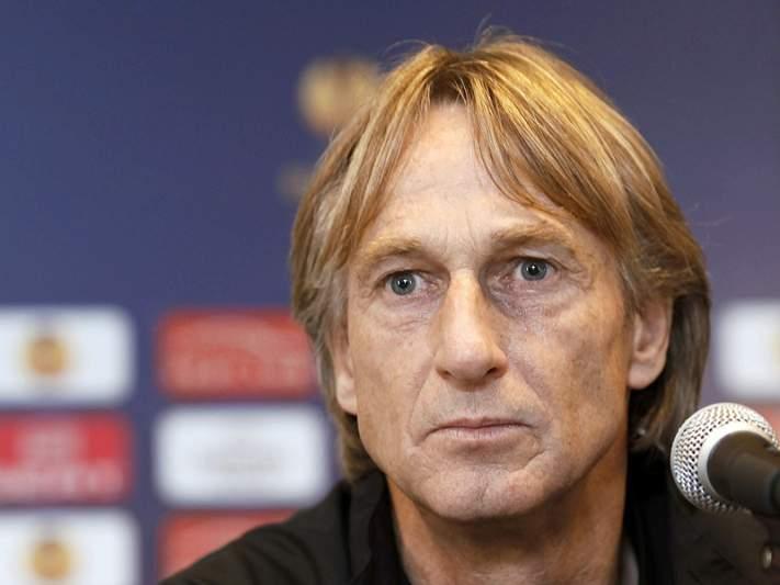Brugge despede treinador
