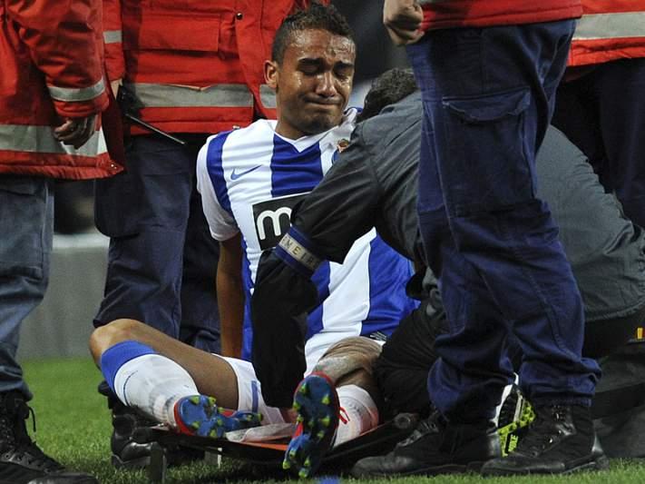 Danilo com lesão ligamentar no joelho esquerdo