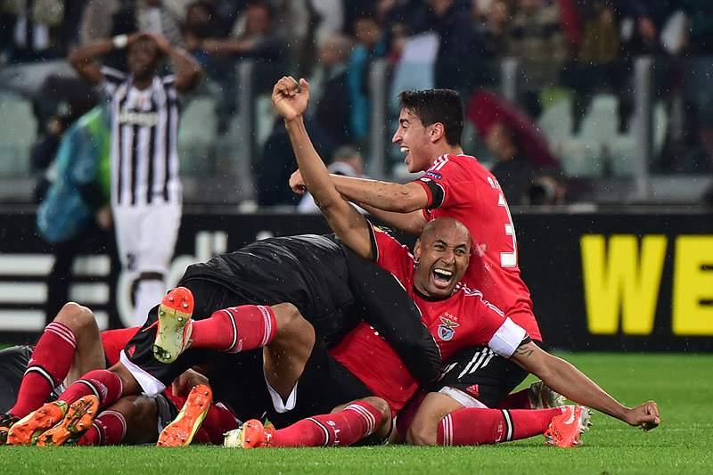 Antigos jogadores felicitam Benfica nas redes sociais