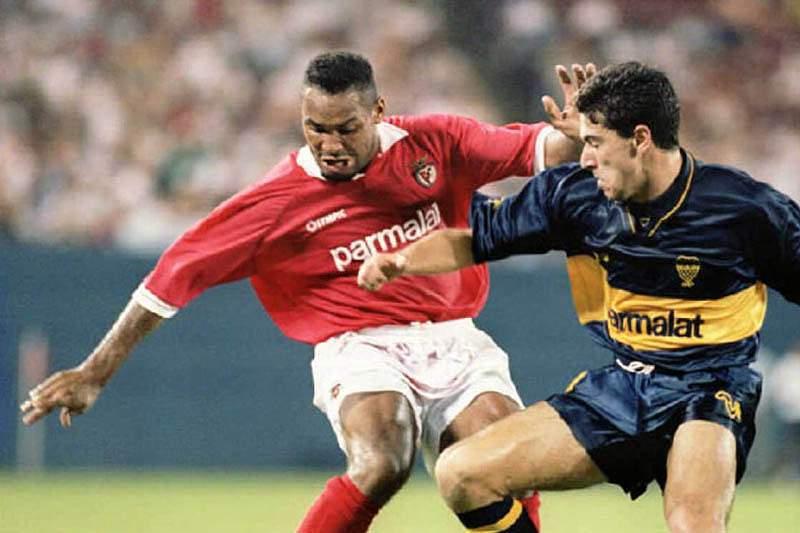 Hélder ao serviço do Benfica em 1995 frente ao Boca Juniors