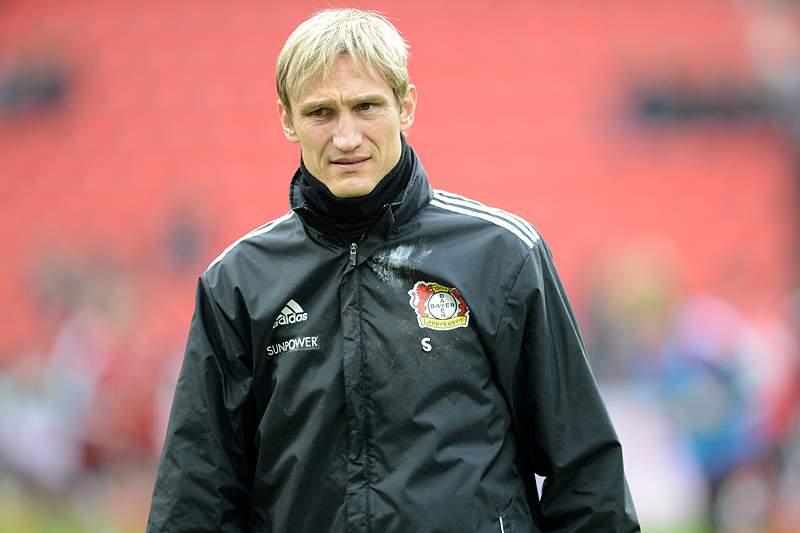 Bayer Leverkusen sobe provisoriamente à liderança