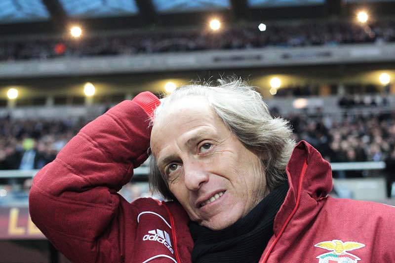 Primeiros minutos de domínio do Benfica