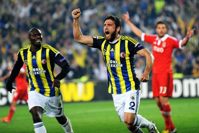 Fenerbahçe goleia e acaba 2013 na liderança