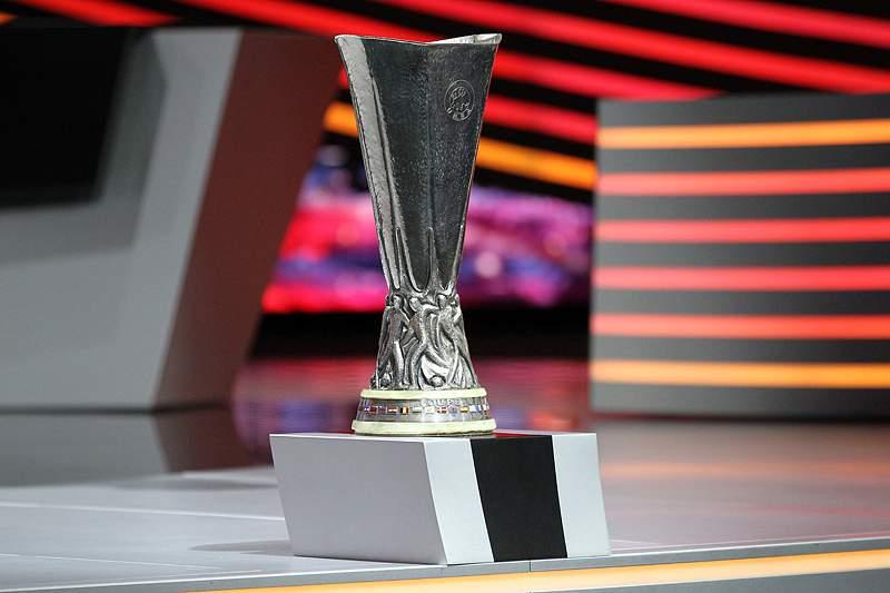 Benfica e FC Porto vencem e estão mais perto das meias-finais