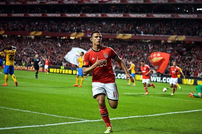 Lima leva Benfica em vantagem para Turim