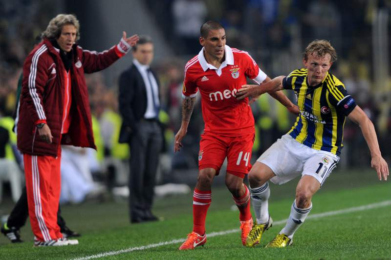 Derrota do Benfica em Istambul domina as primeiras páginas
