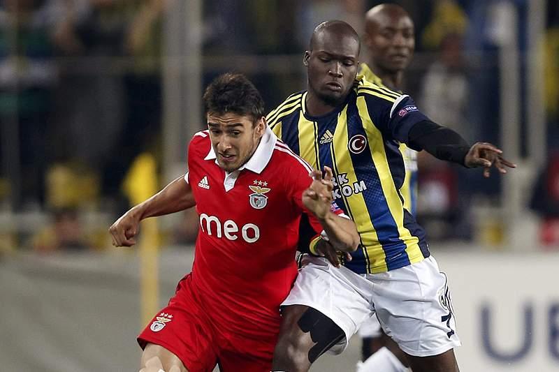 Benfica procura a nona final europeia