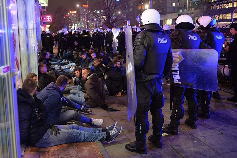 Libertados últimos adeptos da Lazio detidos na Polónia
