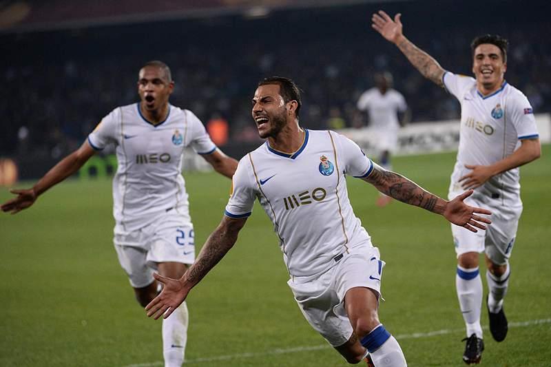 FC Porto nos 'quartos' após empate em Nápoles