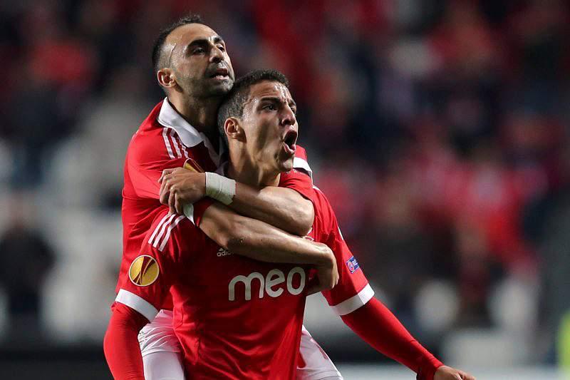 Salvio e Carlos Martins ausentes do treino