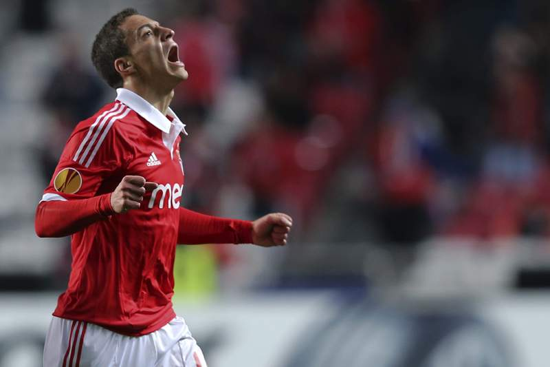 Rodrigo dá vantagem ao Benfica