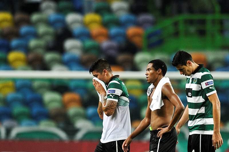 Sporting soma oitavo jogo sem ganhar, Académica bate campeão