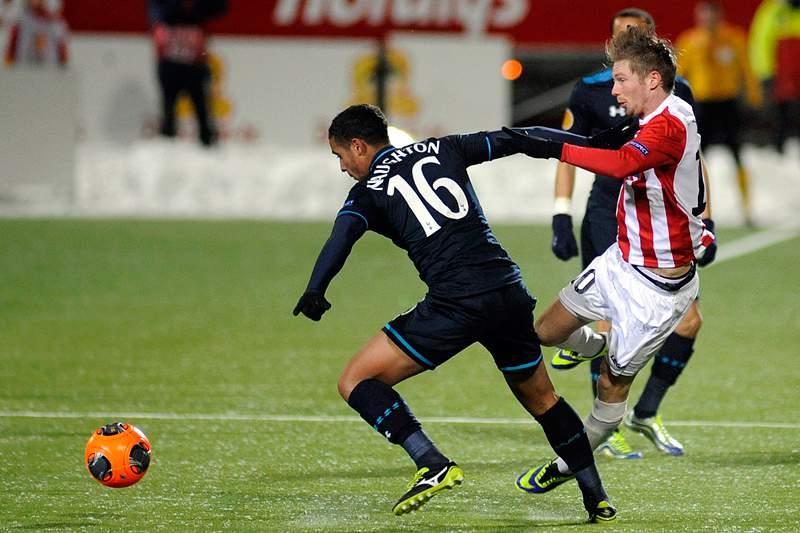 Tottenham afasta crise com vitória e 1º lugar do Grupo K