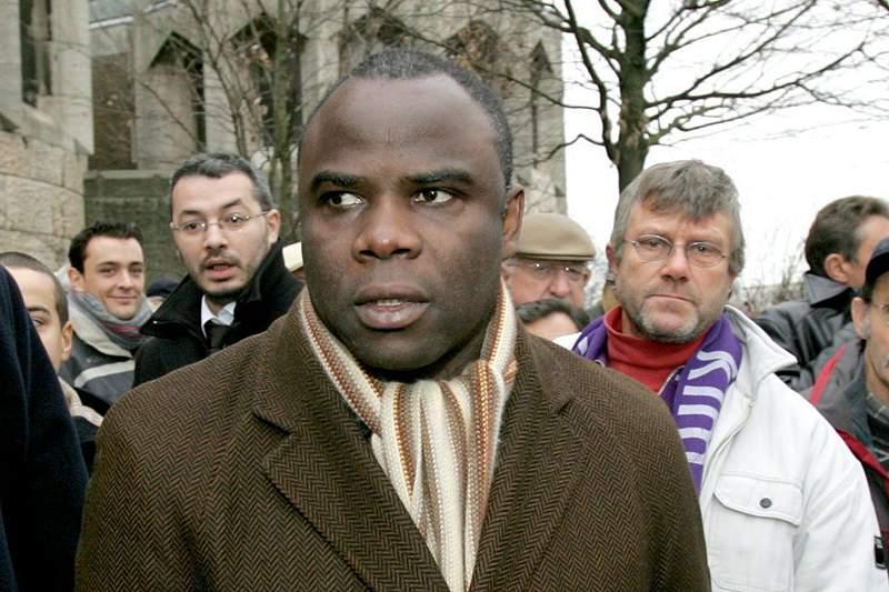Basile Boli começou a ser julgado