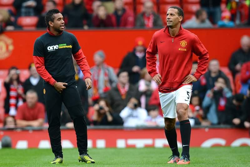 Ferdinand e Ronaldo deixam mensagens em 'stand-by'