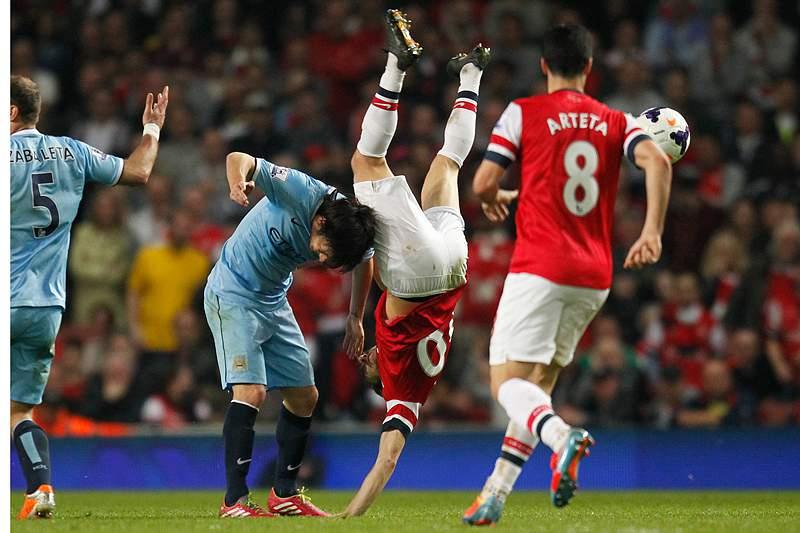 Arsenal empata City e ajuda Mourinho