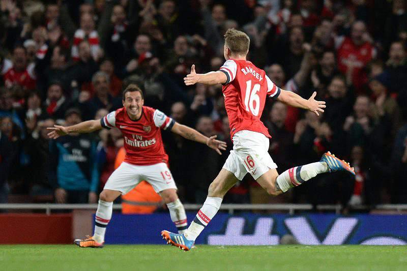 Arsenal bate Liverpool e aumenta vantagem na liderança