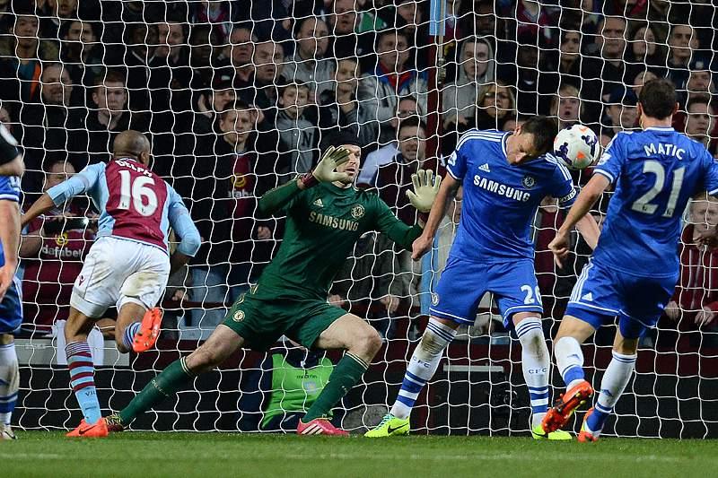 Mourinho perde e é expulso no jogo 150 na Liga Inglesa