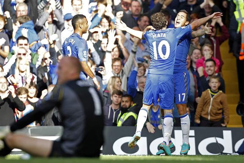 Chelsea mantém liderança confortável com goleada
