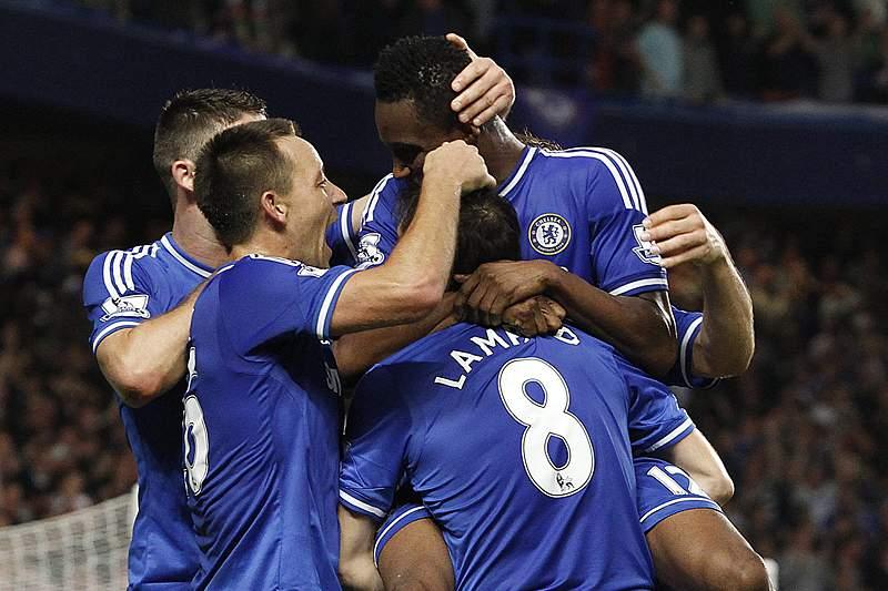 Chelsea vence e iguala Liverpool na liderança
