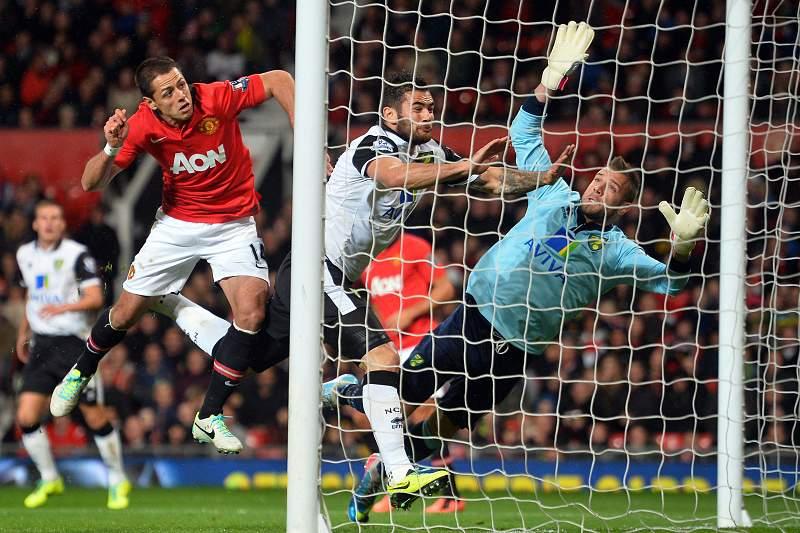 Manchester goleia Norwich com bis de Chicharito