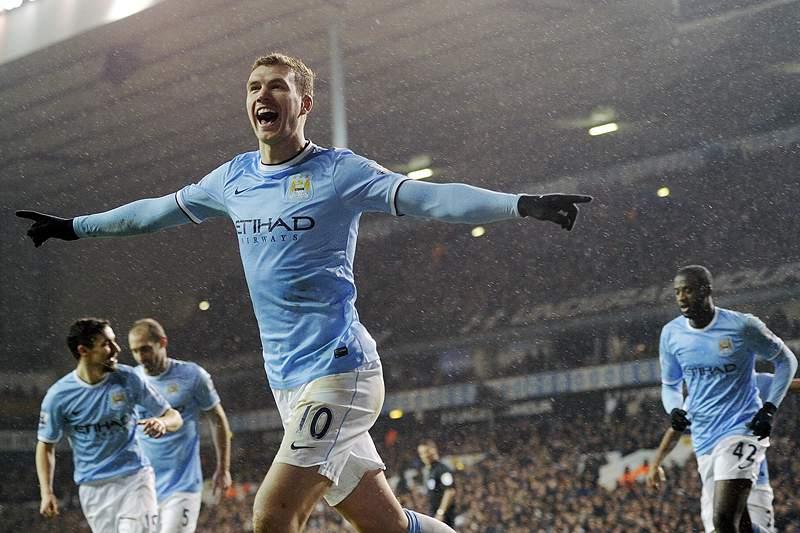 Manchester City é o novo líder com goleada