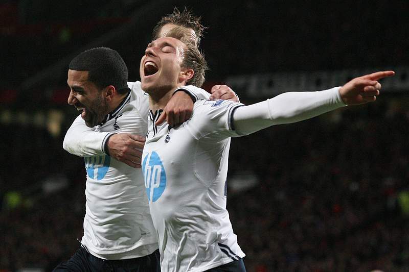 Tottenham vence e complica vida ao United