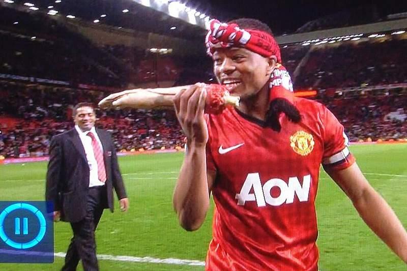 Suarez prolonga contrato com o Liverpool