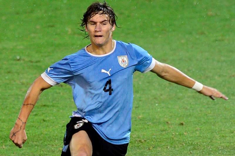 Uruguaio Guillermo Varela é novo reforço