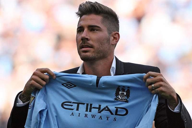 City vence QPR na apresentação de Javi Garcia