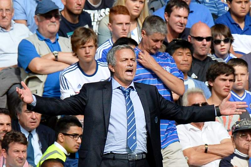 Mourinho vence no regresso a Stamford Bridge
