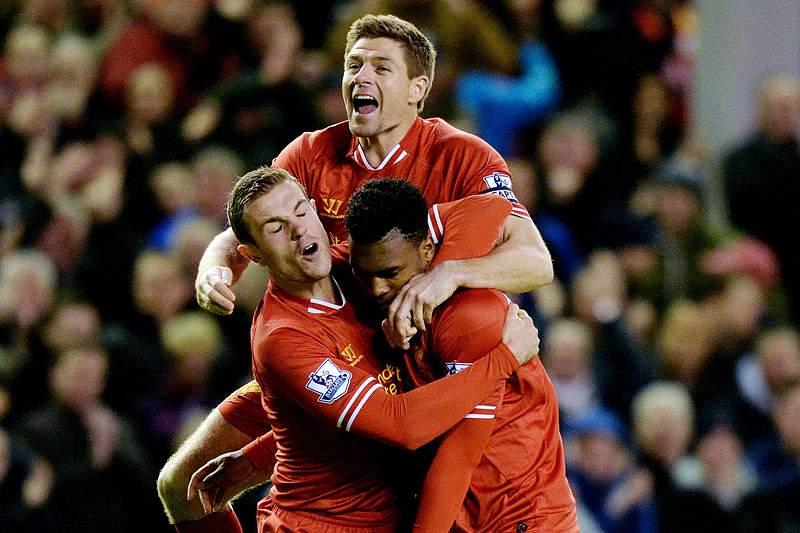 Liverpool vence e ultrapassa Manchester City