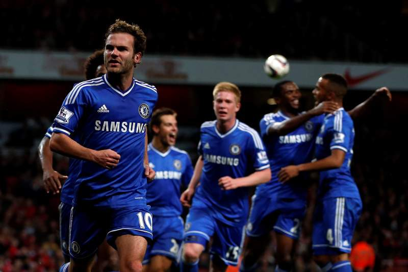 Chelsea bate Arsenal no Emirates